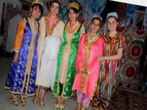 Uzbekistan clothes - Traditional Uzbek female clothes